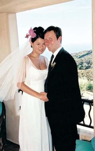 bride-in-sheath-wedding-dress-with-groom