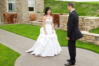 bride-and-groom-see-each-other-for-first-time-before-wedding