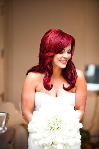 bride-with-bright-red-hair-in-strapless-wedding-dress