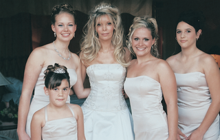 bride-poses-with-four-ladies-in-her-family