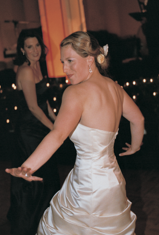 bride-dancing-during-reception