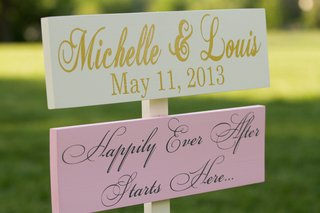 painted-wood-signs-with-wedding-date-and-quote