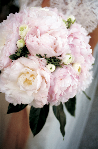 bridal-bouquet-with-light-pink-peonies