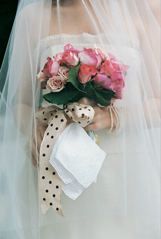 polka-dot-ribbon-tied-flower-bouquet
