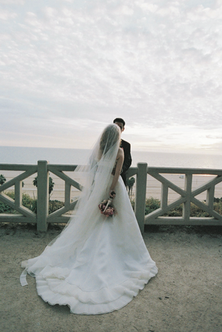 vera-wang-bridal-gown-beachside
