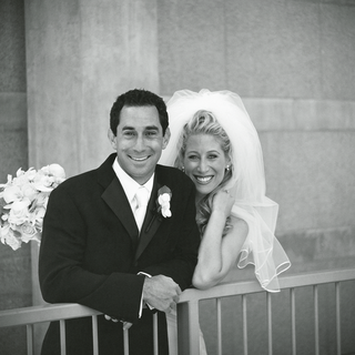 black-and-white-newlyweds-picture
