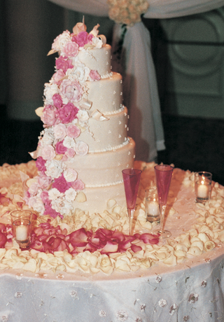 pink-florals-cascade-down-wedding-cake