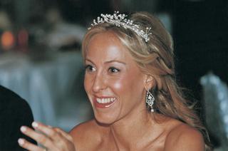 bride-wears-glistening-tiara-and-earrings