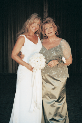 bride-and-mother-pose-together