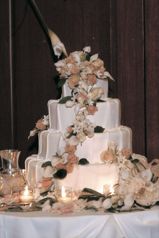white-pleated-cake-with-peach-and-ivory-flowers