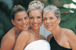 bride-with-her-sister-and-mother-of-the-bride