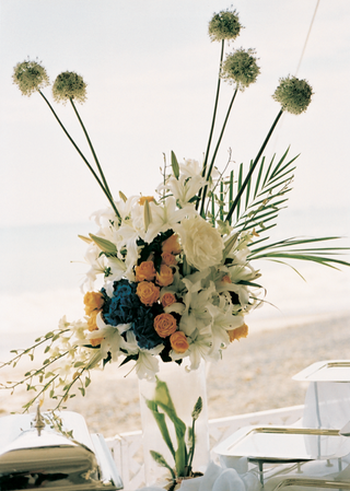 floral-arrangement-on-top-of-ice-vase-and-buffet-table