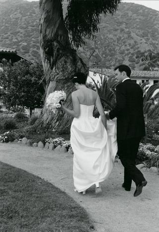 black-and-white-photo-of-couple-walking
