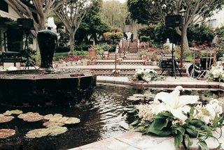 serra-retreat-courtyard-fountain