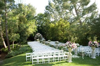 grass-lawn-with-chairs-and-floral-arrangements