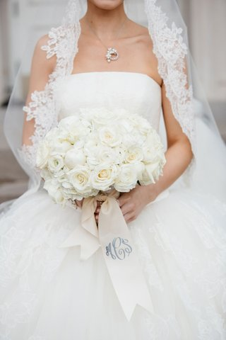 white-wedding-bouquet-with-rose-ranunculus-and-peony-flowers