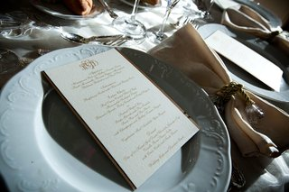 white-texture-charger-plate-with-gold-napkin-ring