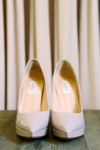 pointed-toe-patent-leather-off-white-valentino-brides-pumps