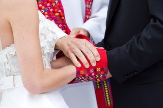 catholic-wedding-hand-fasting-ceremony-for-bride-and-groom