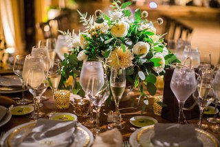 rustic-wedding-reception-with-green-eucalyptus-leaf-ranunculus-and-dahlia-low-centerpiece-wedding