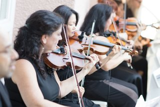 wedding-ceremony-outdoor-in-beverly-hills-musicians-in-black-dresses-violin-viola-strings