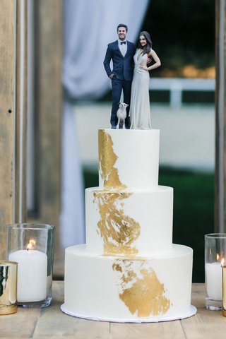 jillian-murray-and-dean-geyer-life-like-cake-topper-white-three-layer-cake-gold-brushstroke-detail
