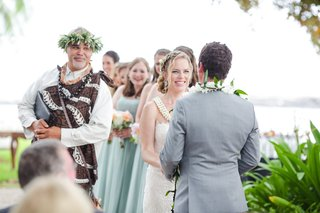 traditional-hawaiian-officiant