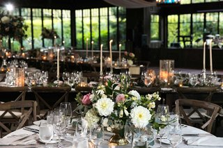 wedding-receotion-low-centerpiece-dahlia-rose-hydrangea-gold-footed-vase-wood-vineyard-chair