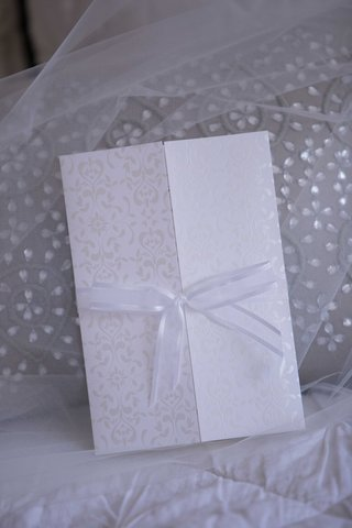 damask-print-white-cream-wedding-invitation-gate-fold-with-sheer-white-bow-on-veil