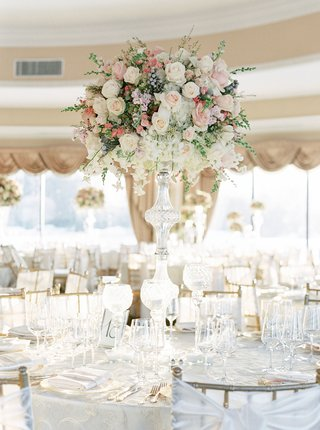 oheka-castle-wedding-reception-tall-centerpiece-crystal-stand-white-pink-rose-orchid-brunia-berries