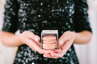 wedding-favors-box-of-macarons-as-escort-cards