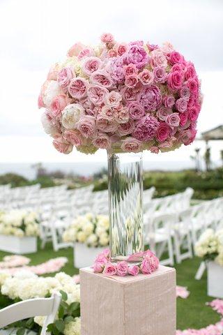 flower-arrangement-on-riser-with-pink-peonies-pink-garden-roses