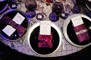 black-plates-on-silver-chargers-with-purple-napkins