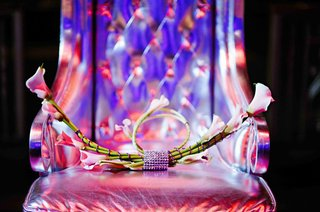 calla-lily-flowers-with-rhinestone-wrap-on-silver-throne-seat