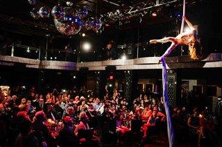cirque-du-soleil-style-wedding-reception-entertainment