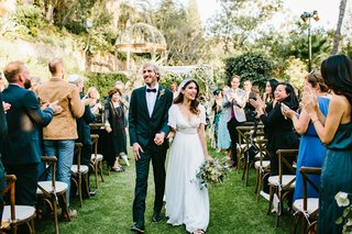 bohemian-bride-and-groom-wedding-on-grass-lawn-chuppah-jewish-ceremony-outdoor