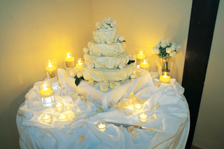 four-layer-off-white-wedding-cake-with-white-roses