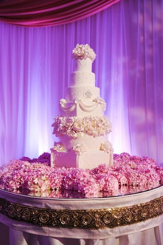 fresh-pink-hydrangeas-on-cake-table-with-seven-layer-cake