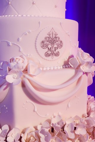 wedding-cake-with-sugar-monogram-and-flowers
