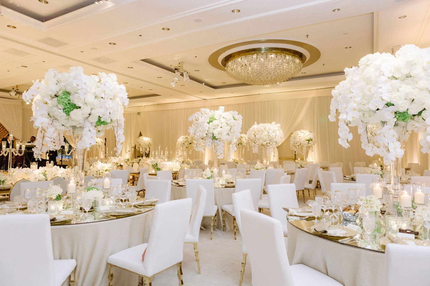 21 White and Gold Wedding Ceremony + Reception Ideas - Inside Weddings