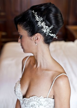 silver-crystal-headpiece-in-floral-pattern-for-bridal-updo