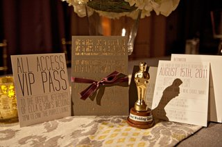 hollywood-style-stationery-suite-with-oscar-favor