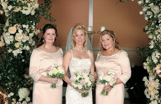 bride-with-bridesmaids-in-long-sleeve-bridesmaid-dresses