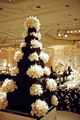 black-wedding-cake-with-white-sugar-orchids