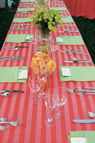 long-table-with-red-stripe-tablecloth-and-green-napkins