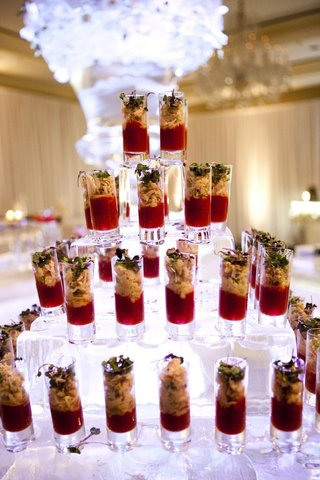 wedding-appetizers-in-shot-glasses-on-ice-pyramid