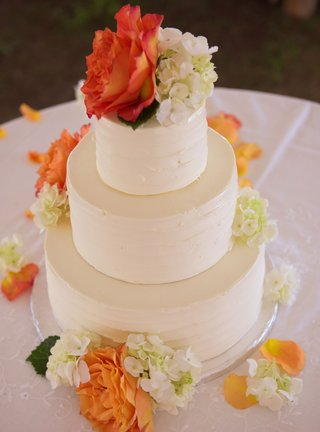 wedding-cake-with-three-tiers-ivory-flowers-and-orange-flowers