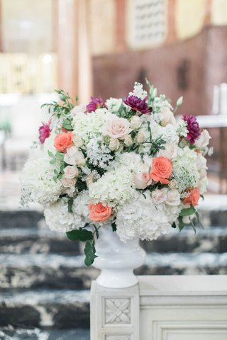 wedding-ceremony-flower-arrangement-white-urn-with-white-hydrangea-peach-rose-purple-flower-dahlia