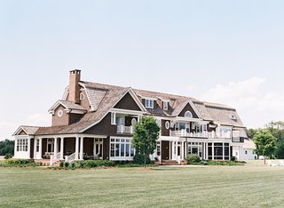 cambridge-maryland-farmhouse-with-balcony