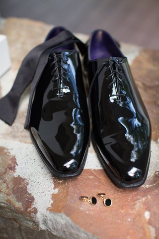 grooms-shiny-black-dress-shoes-with-bow-tie-and-black-and-gold-cuff-links
